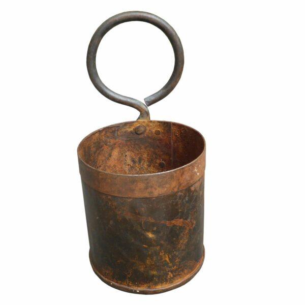Potte i rustpatineret jern